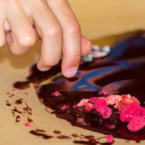 kinder-schokolade-selber-machen-rohkakao-schoko-kids-club-kindergeburtstag-1232b-800x800min.jpg